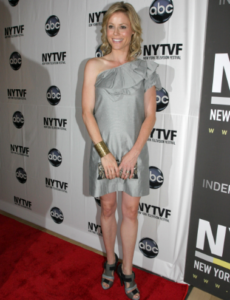 Julie BOwen in small tight silver dress at wTVF awards, she is jsut the best, always smilling